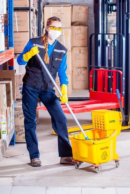 Zelf schoonmaken vs. een schoonmaakbedrijf inhuren